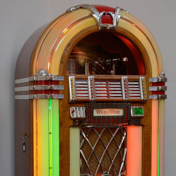 Wurlitzer, mod. 1015, anno 1946/47. Old-American Design and Art, Torino.